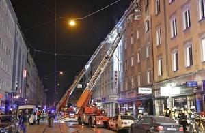 Das Haus an der Dachauer Straße 24 steht in Flammen