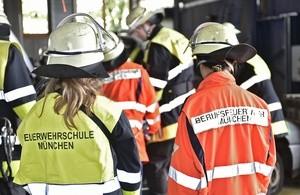 Girls Day in der Hauptfeuerwache, © Auf allen Wachen wurden die Mädchen direkt in den Alltag integriert und konnten auch gleich alle Fragen loswerden. Foto: Feuerwehr München