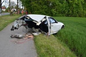 Vorderer Teil eines PKW nach schwerem Unfall, © Foto: Bundespolizei