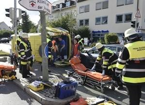 Die Einsatzkräfte an der Unfallstelle, © Foto der Berufsfeuerwehr München