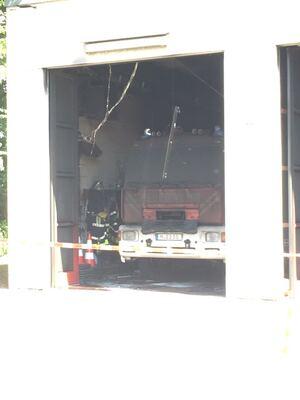 Auch dieser Einsatzwagen wurde von dem Feuer zerstört