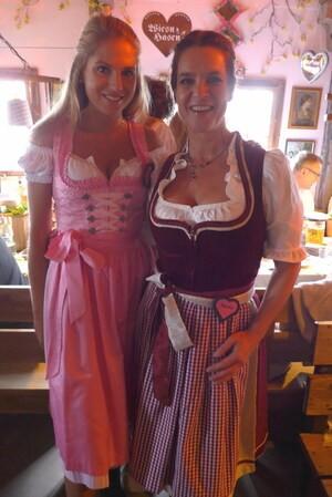 Oktoberfest 2017: Wiesn-Promis:, © Fanny mit Eiskunstläuferin Katharina Witt