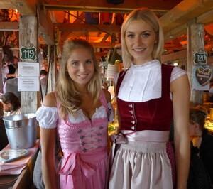 Oktoberfest 2017: Wiesn-Promis:, © Fanny mit Lena Gercke, Model & Moderatorin