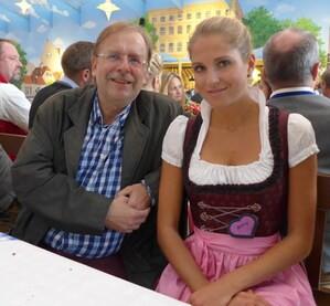 Oktoberfest 2017: Wiesn-Promis:, © Fanny mit dem Präsident des Bayerischen Fußballverbandes Rainer Koch