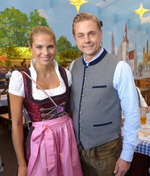 Oktoberfest 2017: Wiesn-Promis:, © Fanny mit Markus Fauser, Geschätsführer TSV 1860 München