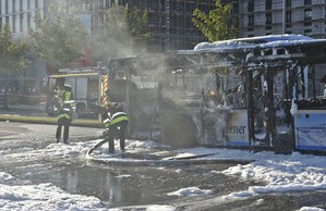 Linienbus brennt auf der Moosacher Straße komplett aus, © Foto: Berufsfeuerwehr München