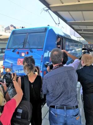 """Ilse Aigner fährt mit der E-Lok zum Jubiläum """"Wir feiern Bayern"""""""
