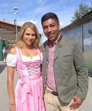 © Oktoberfest 2018: Fanny Werther mit dem ehemaligen Fußballer Giovane Élber auf der Wiesn.