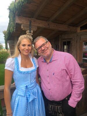 Fanny Werther mit Comedian und Moderator Elton auf der Wiesn, © Fanny Werther mit Comedian und Moderator Elton auf der Wiesn