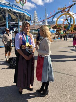 Wiesn, Oktoberfest, München, münchen.tv, Promi, Star, Fanny Fee Werther, © Olympiasiegerin Natalie Geisenberger im Interview