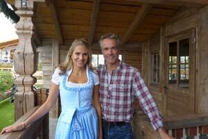 Wiesn, Oktoberfest, München, münchen.tv, Promi, Star, Fanny Fee Werther, © Fanny Fee Werther und Schauspieler Hannes Jaenicke