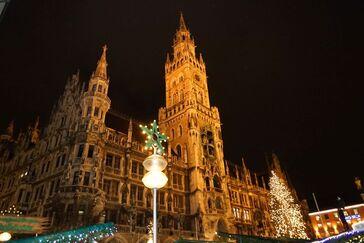 © Das Münchner Rathaus während des Christkindlmarktes - Foto:  Dirk Schiff/Portraitiert.de