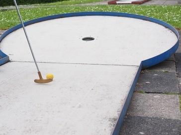 Minigolf kann man am Ammersee an mehreren Orten spielen, © Symbolbild