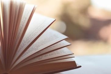 aufgeschlagenes Buch, © Symbolbild