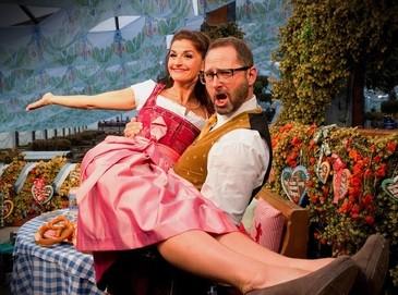 Oktoberfest Moderatoren: Alex Onken und Marion Schieder auf der Wiesn, © Die münchen.tv Wiesn-Moderatoren Marion Schieder und Alex Onken
