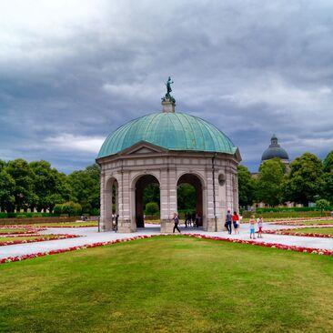 Dianatempel Hofgarten München Wolken am Himmel, © Der Dianatempel im Münchner Hofgarten - Foto:  Dirk Schiff/Portraitiert.de
