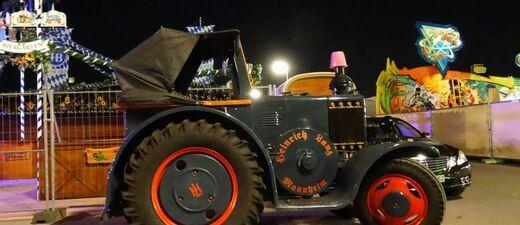 oktoberfest historischer traktor auf der wiesn