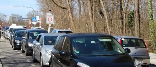 Stau im Münchner Verkehr auf der Thalkirchner Brücke