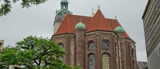 Der Viktualienmarkt und der Alte Peter, © Foto: Agnes aus München