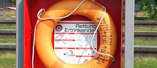 Rettungsring am See, © Die Badeunfälle in der Region häufen sich - viele davon enden tödlich - Bild: Symbolfot