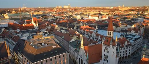 Panorama Ansicht über München - Die Stadt wächst rasant, © München gehört zu den am rasantesten wachsenden Städten in Deutschland - Foto: Zura aus München