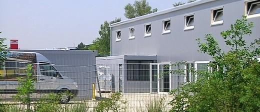Ankunftszentrum in München für Flüchtlinge von außen
