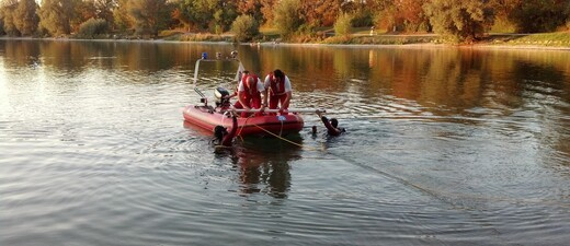 Taucher der Wasserwacht mit Boot, © Taucher der Wasserwacht mit Boot