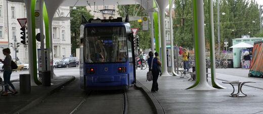 """Trambahnhaltestelle """"Münchner Freiheit"""", © Trambahnhaltestelle """"Münchner Freiheit"""""""