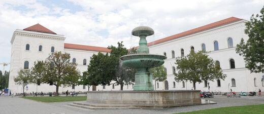 Brunnen an der Universität zur Juristischen Fakultät der LMU, © Brunnen an der Universität zur Juristischen Fakultät der LMU