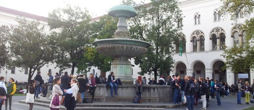 LMU München am Geschwister-Scholl Platz