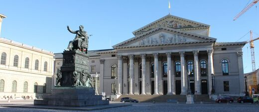 max-joseph platz mit staatsoper und statue