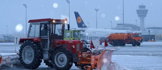 Winterdienst am Flughafen Schnee, © Winterdienst - Symbolfoto.