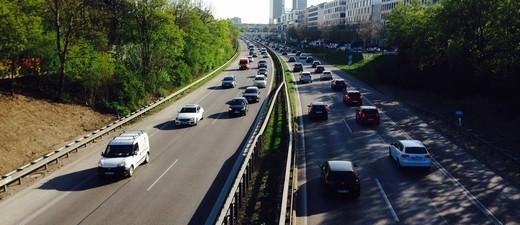 Die A9 mit viel Verkehr