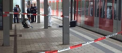 Abgesperrter Tatort wird untersucht
