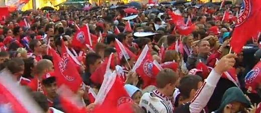 Die Meisterfeier des FC Bayern München auf dem Marienplatz., © Sollte der FC Bayern am Wochenende noch den DFB Pokla gewinnen, wird es auf dem Marienplatz zu Einschränkungen kommen