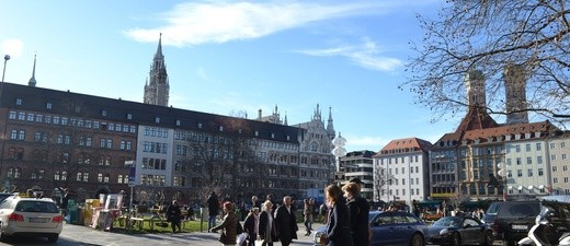 Fußgänger beim Shoppen in München