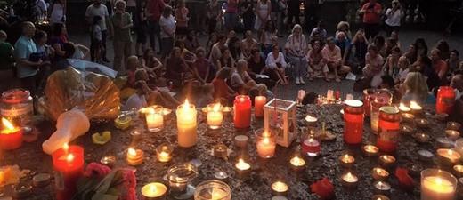 Hunderte Kerzen - München trauert nach Amoklauf am Olympia-Einkaufszentrum
