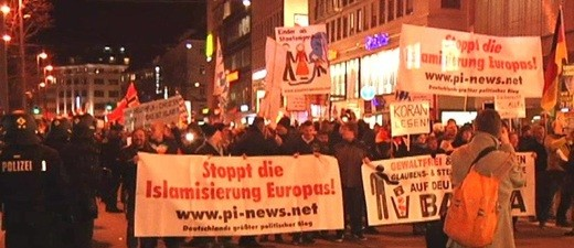 Pegida-Demonstration in einer Stadt, © Symbolbild