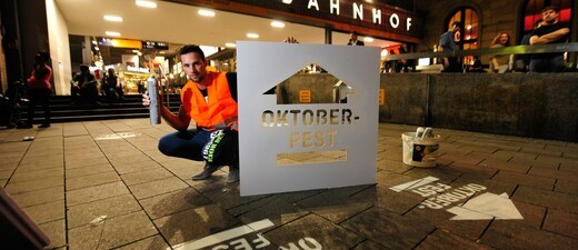 MVG_Wiesn_Oktoberfest_Bodenmarkierung, © Insgesamt 150 Bodenmarkierungen führen zur Wiesn.