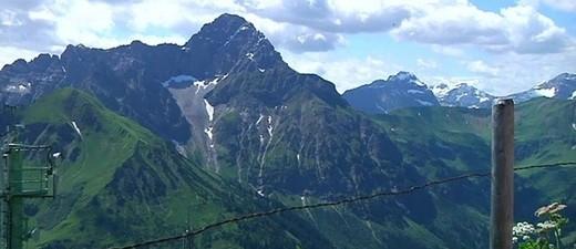 Aussicht vom Berg bei einer Wanderung in Oberbayern