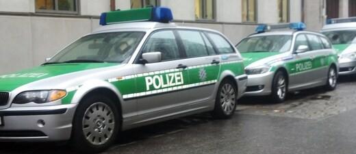 """Polizeiauto, © Sogenannte """"Reichsbürger"""" erkennen die BRD als Staat nicht an"""