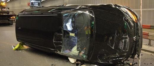 Das Auto hat sich im Richard-Strauss-Tunnel überschlagen., © Foto: Polizei