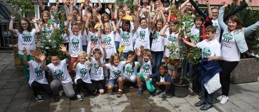 Die Kinder der Plant-for-the-Planet-Akademie in München pflanzen Bäume zur Bekämpfung der Klimakrise., © Kinder der Plant-for-the-Planet-Akademie in München. Foto: Plant-for-the-Planet