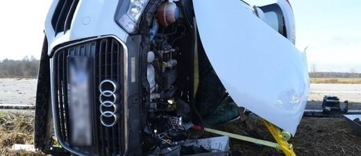 Umgekippter Audi nach Verkehrsunfall beim Überholvorgang, © Foto: Polizei München