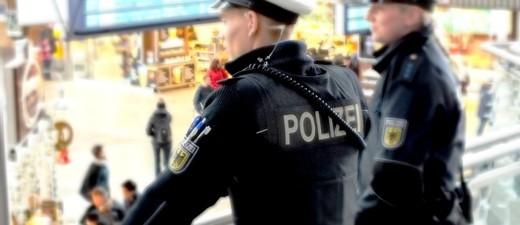 Bundespolizei an der Empore am Hauptbahnhof, © Foto: Bundespolizei
