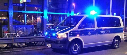 Einsatzfahrzeug der Bundespolizei mit Blaulicht, © Symbolfoto