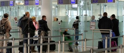 © Kontrolle am Flughafen