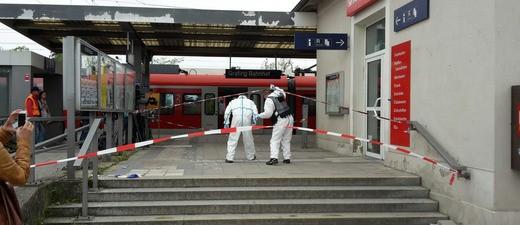 Ermittlungsarbeiten am Grafinger Bahnhof, © Spurensicherung am Bahnhof von Grafing