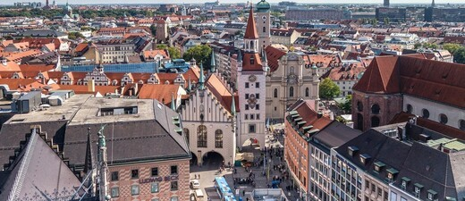 © Der berühmte Marienplatz liegt im Herzen Münchens. Hinter dem Karlstor beginnt die Einkaufsmeile, die zum Flanieren und Stöbern einlädt.