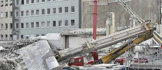 Umgestürzter Bagger, © Foto: Berufsfeuerwehr München